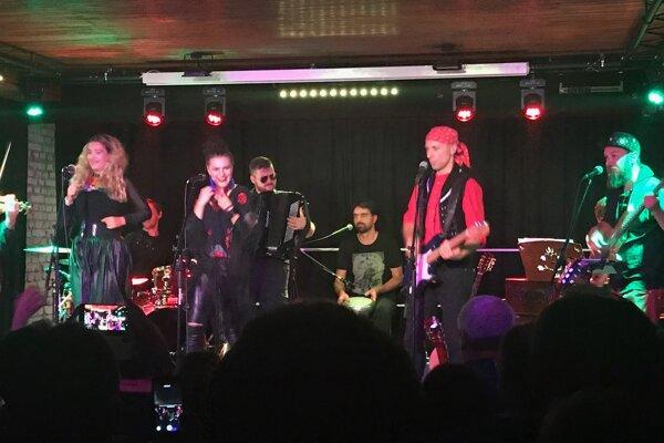 Medzi účastníkmi koncertu bude aj prešovská kapela Hrdza.