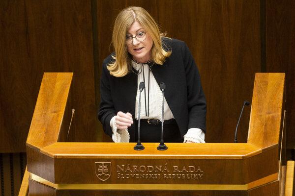 Na snímke ministerka pôdohospodárstva a rozvoja vidieka Gabriela Matečná (SNS) počas 57. schôdze NR SR.