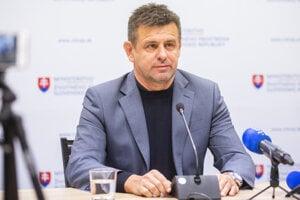 Minister životného prostredia László Sólymos (Most-Híd) podáva demisiu.
