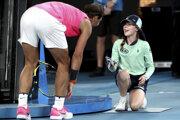 Rafael Nadal sa ospravedlnil zberačke loptičiek v 2. kole Australian Open 2020.