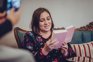 Katka Koščová zvažuje, čo kúpiť, na knihy však dopustiť nedá.