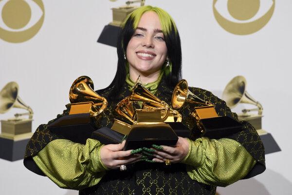 Speváčka Billie Eilish prepisovala históriu udeľovania cien Grammy. Stala sa najmladšou interpretkou, ktorá bola nominovaná vo všetkých štyroch hlavných kategóriach a všetky štyri zároveň aj vyhrala.
