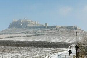 Lokalita pod Spišským hradom je vyhľadávanou na prechádzky aj so psom.