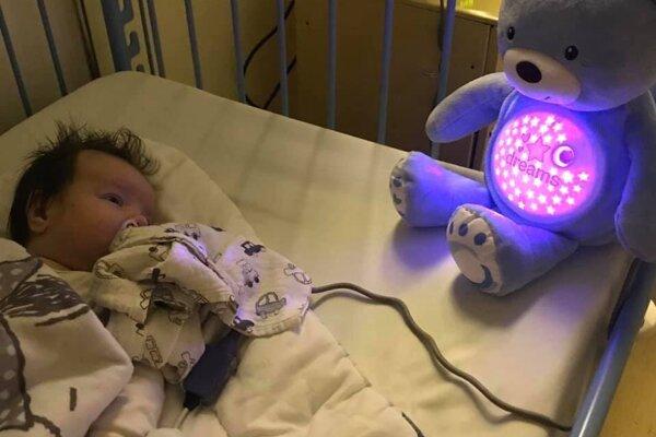 Malý Alexej potrebuje finančnú pomoc na záchranu života.
