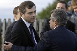 Bývalý prvý námestník moskovského Kremľa Vladislav Surkov (vľavo).