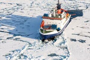 nemecké výskumné plavidlo Polarstern počas expedície.