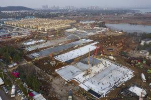 Areál výstavby novej nemocnice v čínskom meste Wu-chan.