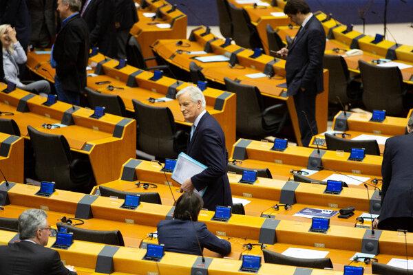 Hlavný vyjednávač Únie pre brexit Michel Barnier v europarlamente.