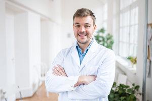 Boris Kollárik je primárom urologického oddelenia Nemocnice sv. Cyrila aMetoda vBratislave. Vo výbore Slovenskej urologickej spoločnosti pôsobí ako vedecký sekretár.