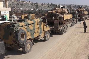 Turecký vojenský transport v meste Sarmada v provincii Idlib