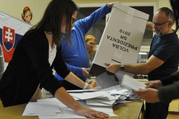 Po minuloročných prezidentských voľbách a voľbách do europarlamentu voliči opäť pristúpia k hlasovacím urnám.