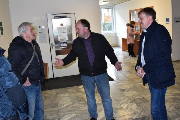 Zľava ochranár Lipták a bratia holubári Miroslav a Peter Gemeryovci.