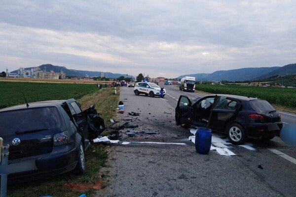 Tragická nehoda pri Turni nad Bodvou si vyžiadala štyri ľudské životy.
