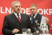Zľava: Minister práce, sociálnych vecí a rodiny SR Ján Richter a predseda strany SMER-SD Robert Fico.