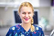 MDDr. Veronika Bačová sa venuje zubnému ošetreniu detí idospelých, od roku 2017 je oprávnená vykonávať aj zákroky zoblasti estetickej medicíny. Publikuje články na tému starostlivosti omliečny chrup a organizuje vzdelávacie akcie vškôlkach amaterských centrách.