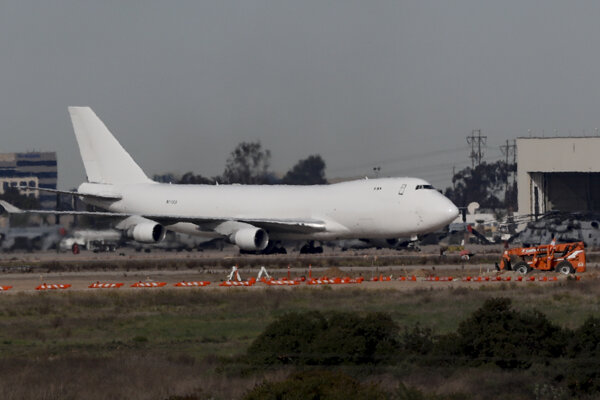 Nakazená osoba bola na palube letu z čínskeho mesta Wu-chan, ktorý pristál 7. februára v Kalifornii.