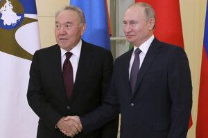 Sprava ruský prezident Vladimir Putin a kazašský prezident Nursultan Nazarbajev.