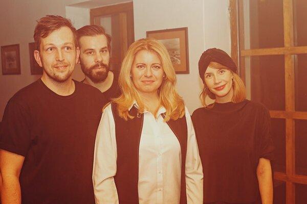 Skupina Bad Karma Boy a Zuzana Čaputová.