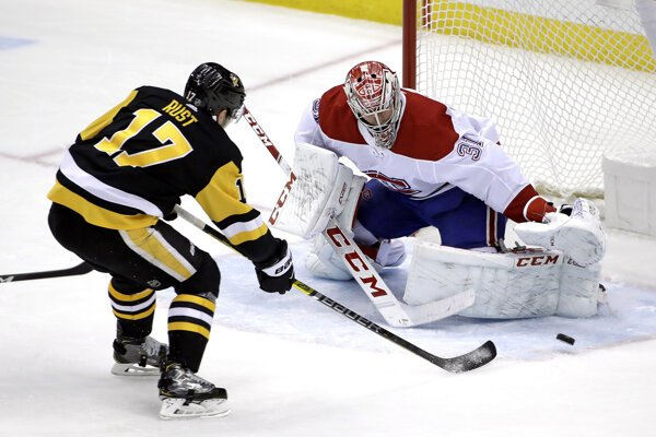 Bryan Rust (Pittsburg) a Carey Price (Montreal).