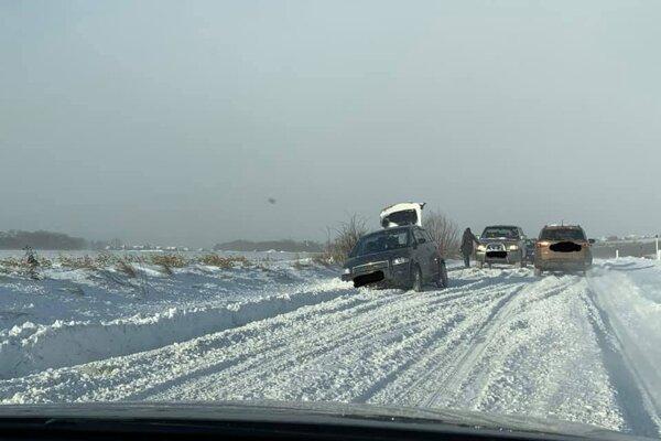 Klasická situácia na ceste medzi Liptovským Mikulášom a Liptovskou Sielnicou.