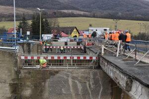 Most v Strážskom odštartoval kontroly mostov z nosníkov typu vloššák v Košickom samosprávnom kraji. Takto vyzeral 3. februára.