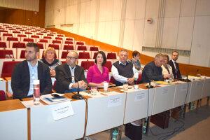 Sedemčlenná komisia vybrala do finále troch kandidátov, ktorí absolvovali počas utorka verejné vypočutie.