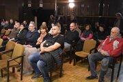 Pre výstavbu bytovky v Klobušiciach prišli obyvatelia aj na zasadnutie zastupiteľstva v Ilave.