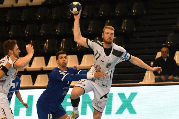 Roman Carapkin (v loptou) prispel k výhre v Hlohovci šiestimi gólmi.
