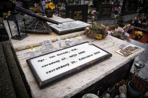 Kuciakovci vravia, že hrob ich syna navštevuje veľa turistov.