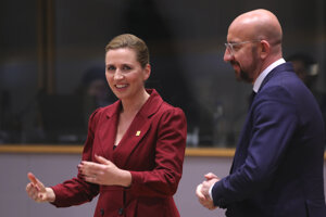 Predseda Európskej rady Charles Michel a dánska premiérka Mette Frederiksen.
