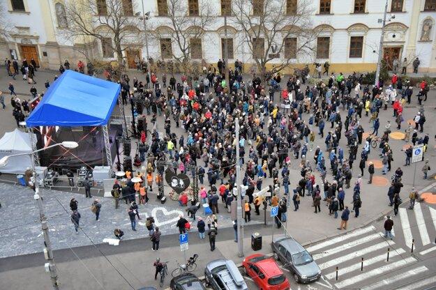 Zhromaždenie na Námestí SNP v Bratislave.