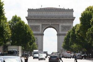 Víťazný oblúk, ktorým sa začína slávny parížsky bulvár Champs-Élysées.