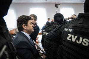 Marian Kočner odchádza zo súdu 27. februára 2020 pred rozhodnutím o vine a treste za falšovanie zmeniek TV Markíza.