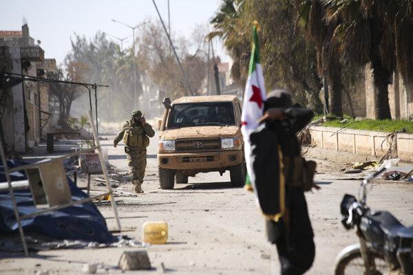 Tureckom podporovaní sýrski rebeli v Idlibe.