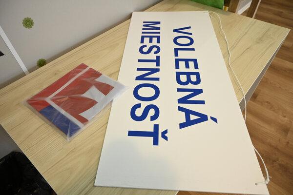 Príprava volebnej miestnosti.