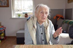 Zuzana Ursínyová - 96-ročná volička z Rakova.