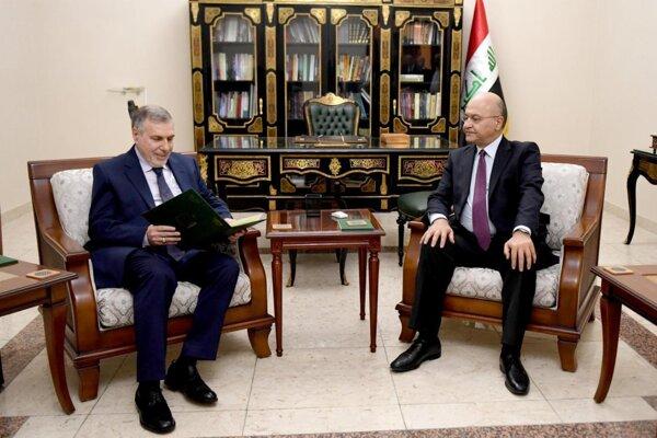 Iracký premiér Muhammad Tawfík Alláwí a iracký prezident Barham Sálih .