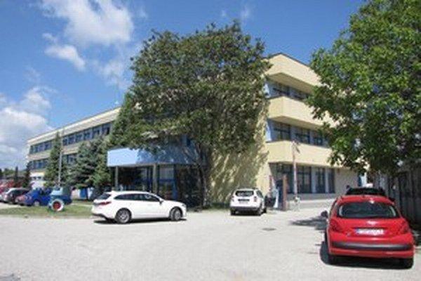Hlavné sídlo spoločnosti  je v Piešťanoch.