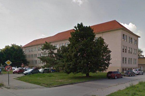Parkovisko pre zamestnancov pribudne pri základnej škole na Bottovej.