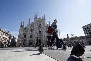 Nedeľa na Piazza del Duomo v Miláne.