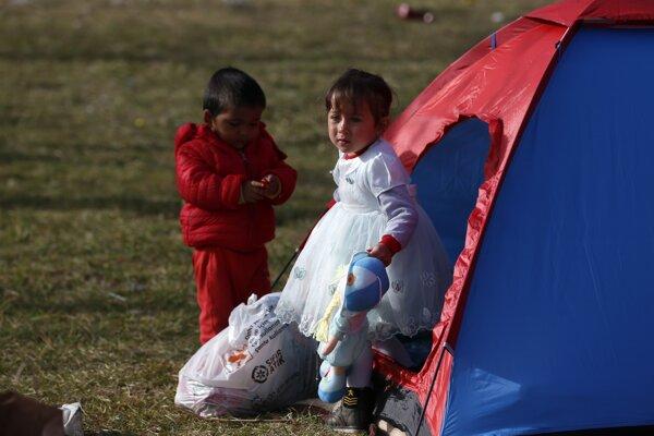 Vláda uviedla, že sa zameria na deti, ktoré sú choré alebo mladšie ako 14 rokov a bez sprievodu.