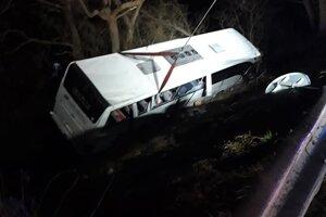 havarovaný ukrajinský autobus, v ktorom sa viezlo viacero chorých cestujúcich.
