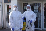 Pred infekčnou klinikou v Nitre.