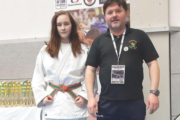 Nikola Čelková s trénerom Petrom Pozníkom.