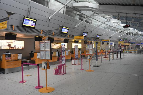 Letisková hala v Košiciach zíva prázdnotou.