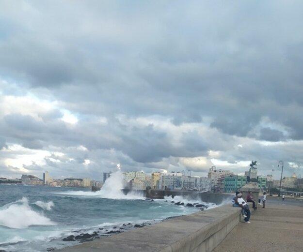 Pre niekoho obyčajný múr, pre Kubáncov symbol Havany. Osem kilometrov dlhý Malecón.