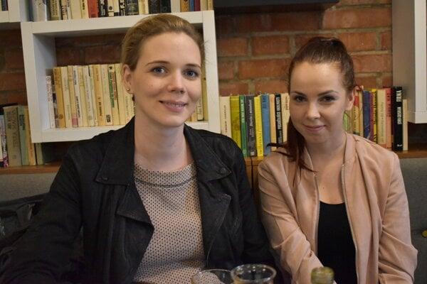 Vľavo Laura, vpravo Michaela.