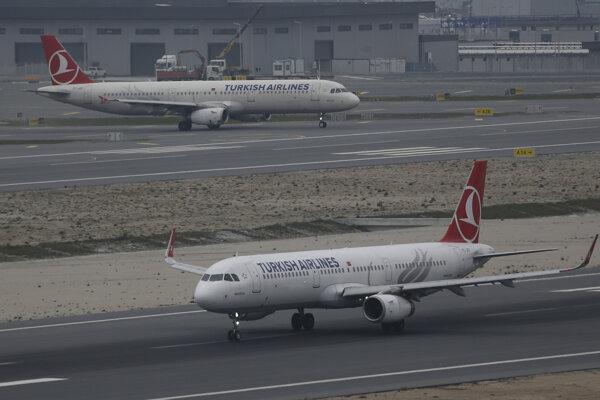 Lietadlo spoločnosti Turkish Airlines štartuje z nového letiska v Istanbule.