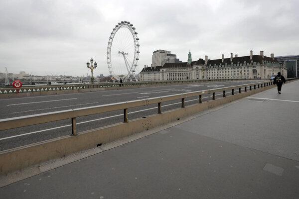 PRázdny Westminster Bridge v Londýne.