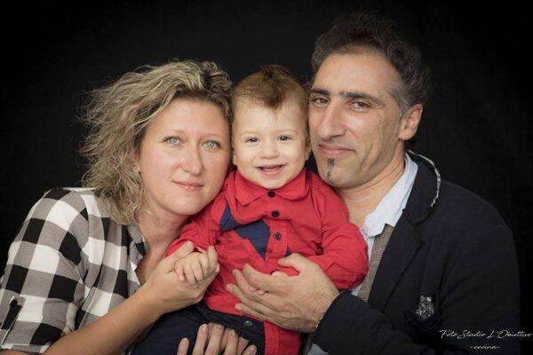 Monika Hubová smanželom a18-mesačným synčekom.
